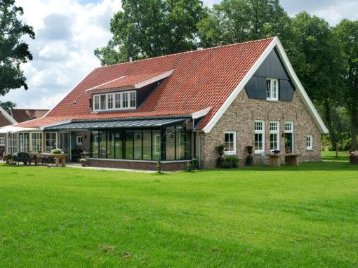 Woonboerderij met diverse bijgebouwen in Boekelo