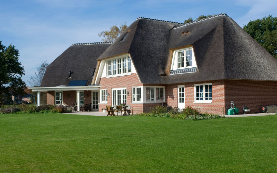 Rietgedekte villa met klassiek karakter in Enschede